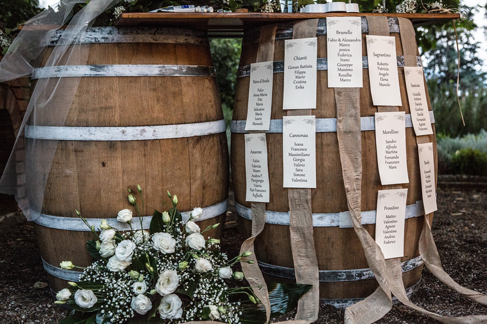 Tableau de marriage in country style with barrels